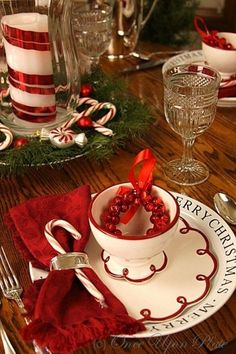 Christmas Tablescape ~ From Once Upon a Plate Centerpiece Christmas, Diy Christmas Decorations Easy, Christmas Table Settings, Christmas Tablescapes, Holiday Tables, Christmas Candles, Table Decorations, Candy Cane Christmas, Christmas Dishes