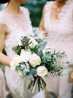 natural un-constructed bride wedding bouquet