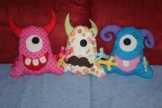 gaaanz liebe Monster <3 Monster, Facebook, Handmade, Stuffed Toys, Cuddling, Cats, Love, Craft, Arm Work