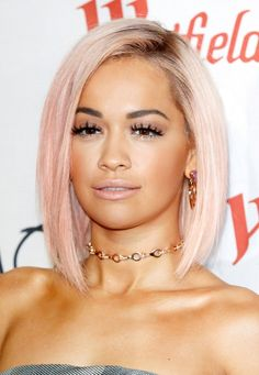 Idée Couleur & Coiffure Femme 2018 : Rita Ora's New Pastel Pink Hair Is Surprisingly Perfect For The Holidays - Flashmode Belgium Celebrity Short Hair, Celebrity Hairstyles, Bob Hairstyles, Straight Hairstyles, Holiday Hairstyles, Rainbow Hairstyles, Medium Hairstyles, Pretty Hairstyles, Celebrity Style