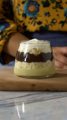Bolo no Pote Fun Desserts, Delicious Desserts, Yummy Food, Chocolate Cake In A Jar Recipe, Crockpot Dessert Recipes, Cooking Recipes, Healthy Christmas Recipes, Dessert In A Jar, Rainbow Food