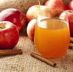5 Quick Steps To Easy Apple Cider Apple cider from fresh apples is so delicious and refreshing. Here are some quick and easy steps to make this delicious fall treat. Making Apple Cider, Best Apple Cider, Mulled Apple Cider, Homemade Apple Cider, Apple Cider Benefits, Apple Cider Donuts, Spiced Cider, Apple Cider Vinegar Chicken, Roasted Apples