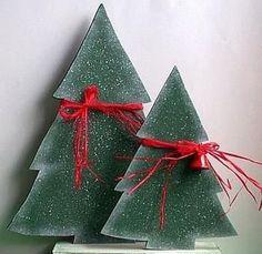 Classy Wooden Christmas Decorating Ideas 34 home Wooden Xmas Trees, Wooden Christmas Decorations, Christmas Wood Crafts, Christmas Projects, Holiday Crafts, Christmas Crafts, Christmas Ornaments, Christmas Ideas, Wooden Snowmen