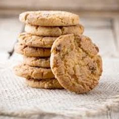 These chocolate chunk cookies are every health conscious chocoholic's dream. Bonus: this recipe makes 60 cookies, perfect for large-batch baking. Low Fat Cookies, No Bake Cookies, Cookies Et Biscuits, Baking Cookies, Protein Oatmeal, Creative Snacks, Oatmeal Cookie Recipes, Food Substitutions, Oatmeal Chocolate Chip Cookies