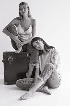static t … – girl photoshoot poses Sister Photography, Fashion Photography Poses, Fashion Poses, Mother Daughter Photography, Fashion Editorials, Instagram Look, Shotting Photo, Photo Portrait, Family Portrait Poses