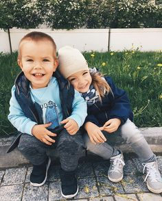 the Lovely & Smilingly Siblings Fedor & Elder Sister Nastya Wonderful Kids TogetherNess _May 24 - Having A Baby Boy, Baby Boy Or Girl, Little Girl Outfits, Kids Outfits, Baby Family, Children And Family, Baby Boy Signs, Cute Kids, Cute Babies