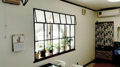 カーテンを無くして出窓にカッコイイ窓枠を作る!~セリア木製フレームと1×1材~ LIMIA (リミア)