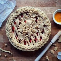 decorative pie crusts: braided border with leaves in centre