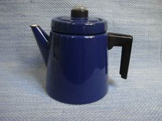 Pehtoori kahvipannu These enamel coffee pot were designed in the late 50′s by Finnish designer Antti Nurmesniemi for Arabia made by Finel.