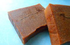 Dans la continuité de ma précédente recette , je vous propose aujourd'hui une recette de savon à la poudre d'Urucum ! C'est vraiment ...