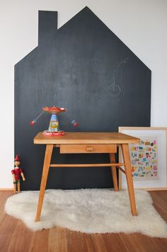 Lovely 34 Best Kids Playroom Design Ideas With Chalkboard To Try Asap. Chalkboard Wall Kids, Chalkboard Wall Bedroom, Blackboard Paint, Playroom Design, Kids Room Design, Wall Design, Ideas Hogar, Toy Rooms, Room Rugs