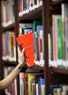 5 - PESQUISA: A pesquisa bibliográfica dará respaldo e credibilidade para os assuntos tratados no TCC. Nesse momento é importante resgatar assuntos e autores estudados durante todo o curso. Muitas vezes também é preciso fazer pesquisa de campo para recolher dados que serão usados no trabalho