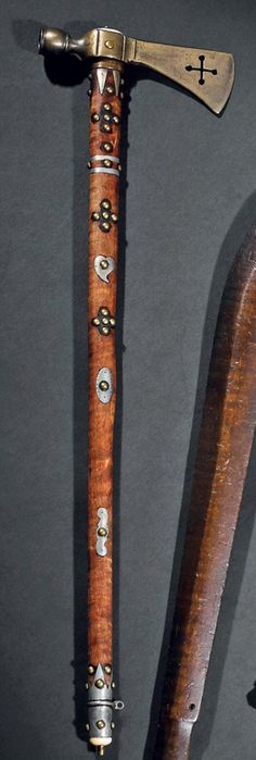 Трубка томагавк, Сиу. Начало 20 века. Длина 58,5 см. Binoche et giquello, декабрь 2011.