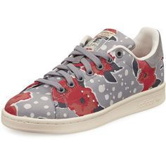 Adidas Stan Smith Floral Sneaker (26 KWD) ❤ liked on Polyvore featuring shoes, sneakers, grey, floral flat shoes, floral shoes, platform shoes, lace up sneakers and flat platform shoes