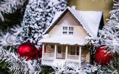 Ken Wingard's DIY Snow Village Holiday Wreath