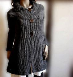 Fuente: http://www.etsy.com/listing/82929936/womens-hand-knit-sweater-coat-merino