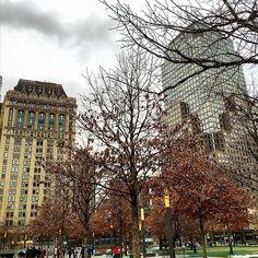 National 9/11 memorial, near with One World Trade Center #прогулкипоамерике #street #city #newyork #nyc #usa #america #worldtradecenter #oneworldtradecenter #manhattan #102level #lift #всемирныйторговыйцентр #города #страны #путешествие #сша #ньюйорк #trevel #pocket_usa #9/11#memorial #memorial911 #