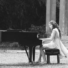Playing the piano outside. Want to do this one day :-)