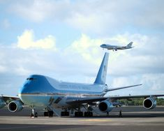 air force one | Air Force One lands at Hickam Air Force (AFB) with US President George ...