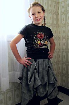 steampunk skirt clothing reconstruction tutorial by Indietutes. Steampunk Kids, Everyday Steampunk, Mode Steampunk, Steampunk Halloween, Steampunk Wedding, Victorian Steampunk, Steampunk Costume, Steampunk Fashion, Halloween Fun