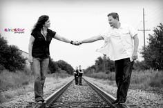 Photography Poses On Railroad Tracks | Marie Masse Photography » Blog family railroad tracks photo