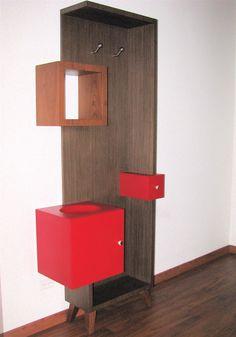 Mueble perchero inspirado en los paragüeros antiguos.
