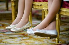 Shoes of the Princess of Asturias and Infanta Sofía on their father's coronation day