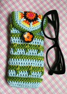 Crochet pattern, crochet glasses case pattern, crochet purse pattern 205 Instant Download Crochet pattern, Green leaves glasses case This crocheted glasses case came came to live as a product of my obsession about fabric! I buy lots of fabric!, I bought this beautiful one (I think it is
