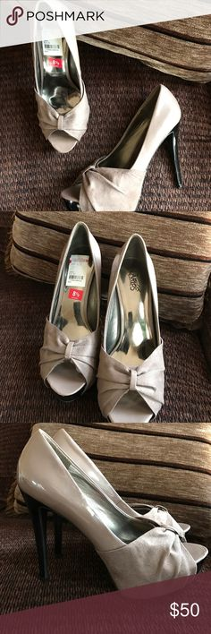 🆕Carlos Santana taupe Damon platform heel Absolutely stunning heels by Carlos Santana featuring all over top shimmer color and beautiful peep toe. Brand-new with tags still attached these are a steal! Carlos Santana Shoes Heels