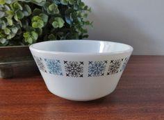 Vintage Pyrex JAJ  Chelsea  Sugar Bowl by Hersnhiswarehouse, £5.95