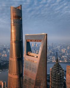 These magnificent views of Shanghai from above were taken by drone by German design director Mark Siegemund , who presents the juxtaposition of tradition and modernity of this dynamic city in a series of breathtaking images. Tour Shanghai, Shanghai Tower, Shanghai Skyline, Beijing, Futuristic Architecture, Amazing Architecture, Architecture Design, City Aesthetic, Modern Buildings