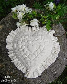 Trapunto heart and square pillow cover - quilt (Ulla's Quilt World)