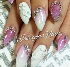 Gorgeous nails! Absolutely love these. #blingnails #swavorski #pinknails