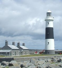 Inisheer Lighthouse, Aran Islands, Ireland, July 2008 Wikimedia Creative Commons photo by Biscit