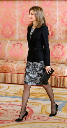 Queen Letizia of Spain Style Casual, Casual Fall Outfits, Classy Outfits, Pretty Outfits, Only Fashion, Royal Fashion, Womens Fashion, Blazer Fashion, Fashion Outfits
