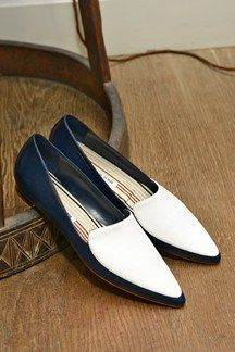 Popular Shoes for Spring 2014 - Manolo Blahnik Shoes - Pretty Designs Zapatos Manolo Blahnik, Snakeskin Boots, Suede Flats, Shoes 2014, Barefoot Shoes, Popular Shoes, Fashion Heels, So Little Time, Beautiful Shoes