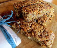 Snacks con nocciole e riso soffiato. Altro che merendine! La versione 'sana', squisita ed economica delle barrette energetiche e delle merendine industriali. http://cucinaresuperfacile.com/ricette-senza-glutine/snacks-con-nocciole-riso-soffiato-altro-che-merendine/