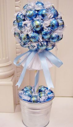 Discover thousands of images about Ferrero Rocher tree Candy Arrangements, Candy Centerpieces, Quinceanera Centerpieces, Wedding Centerpieces, Candy Topiary, Candy Trees, Candy Bouquet Diy, Diy Bouquet, Homemade Gifts
