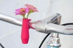 Avec ces mini vases pour bicyclette, soyez à la pointe pour le printemps