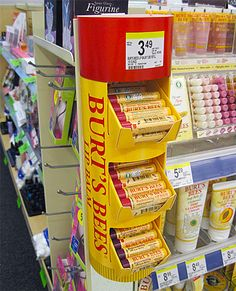Burt's Bees Temporary Point-of-Purchase Display Shop Display Stands, Pos Display, Counter Display, Display Design, Booth Design, Display Ideas, Cardboard Design, Cardboard Display, Print Advertising