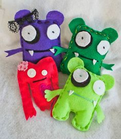 Cute felt monsters to make with the kids!
