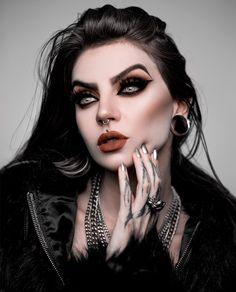 Dark Photography, Photography Women, Portrait Photography, Girl Face Tattoo, Girl Face Drawing, Goth Beauty, Dark Beauty, Sexy Horror, Marilyn Monroe Artwork
