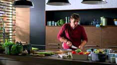 Széll Tamás - Csirkés tortilla tekercs, friss zöldségek, avokádós sajtkrém Lidl, Hamburger, Chicken Recipes, Dishes, Cooking, Youtube, Food, Turkey, Kitchen