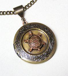Me loves teh turtles. Turtle Jewelry, Turtle Necklace, Ocean Jewelry, Tiny Turtle, Turtle Love, Tortoise Turtle, Metal Chain, Things To Buy, Jewelery
