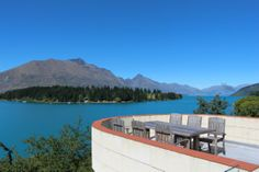 Lakefront Holiday Home in Queenstown, Queenstown-Lakes | Bookabach
