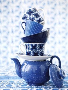 Blue teapot and teacups! I just really want a blue tea set you guys! Photo Bleu, Azul Indigo, Tee Set, Everything Is Blue, Cyan, Blue And White China, Teapots And Cups, Blue Aesthetic, Color Azul