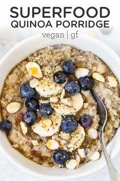This Superfood Quinoa Porridge is so easy to make and so delicious! Healthy, vegan, gluten-free and . Vegan Recipes, Kale Recipes, Flour Recipes, Breakfast Bowls, Breakfast Recipes, Breakfast Healthy, Quinoa Porridge, Porridge Food, Vegetarian Recipes