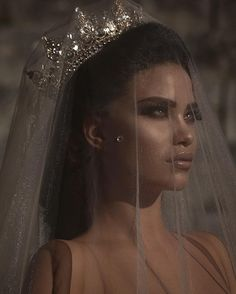 Almost every bride want to feel like a queen on her wedding day. Crown is pretty much the hottest trend going in bridal hair accessories weddings. These worthy crowns Wedding will make a stunning a… Bridal Crown, Bridal Hair, Wedding Goals, Dream Wedding, Wedding Dress, Wedding Veil, Lela Rose, Wedding Makeup, Makeup Looks