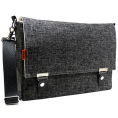 I love this messenger bag, too bad its so expensive <3