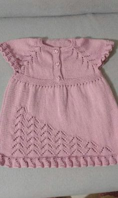 s media cache originals 98 89 Baby Dress Patterns, Baby Knitting Patterns, Knitting Stitches, Knitting Designs, Clothes Patterns, Knit Baby Dress, Baby Cardigan, Baby Sweaters, Girls Sweaters